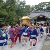 川行とは、神霊を遷す前の裸神輿を樋之尻橋に運び祓い清める神事