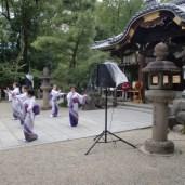 境内では各種奉納行事が。こちらは民踊