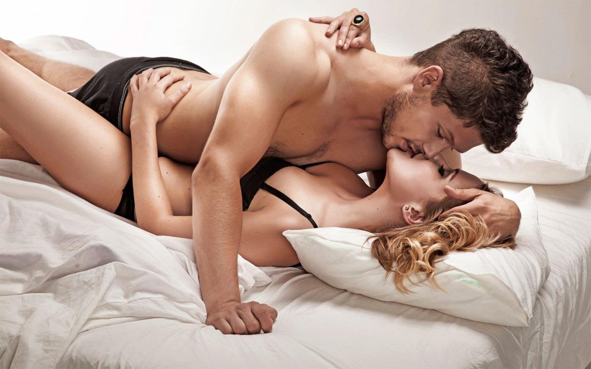 вебке пухленькая женщина с мужчиной в постели видео онлайн порно