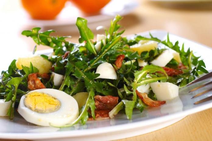 Салат с одуванчиком
