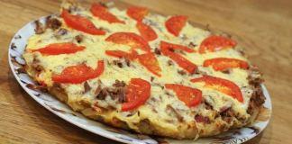 Картофельная пицца, приготовленная на сковороде