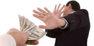 Почему на самом деле нельзя отдавать деньги вечером