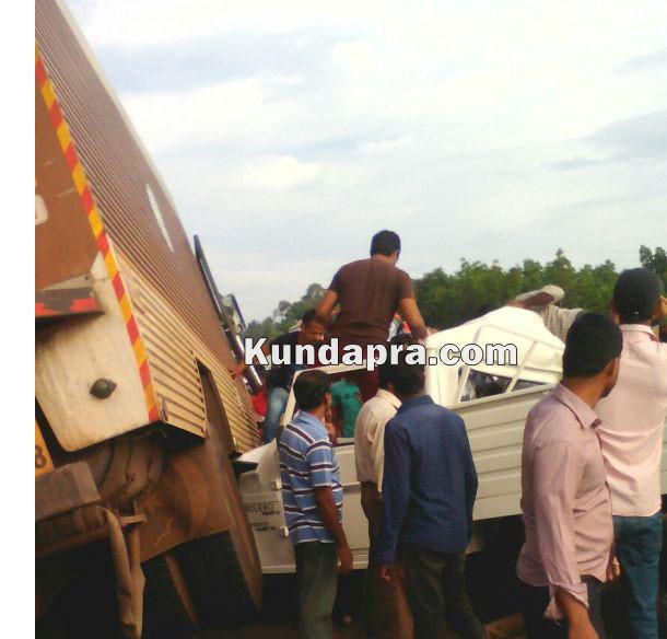 accident Mahendra Boleo and insulator lorry at hemmady (5)