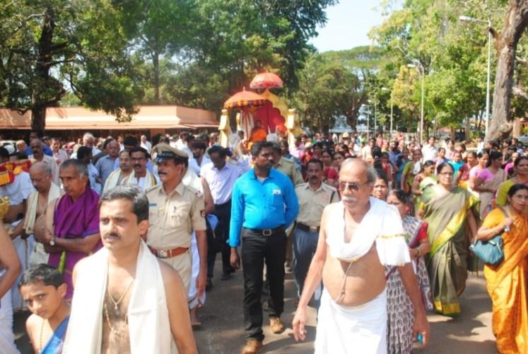 News_Pejavara shree honor at Kumbashi3