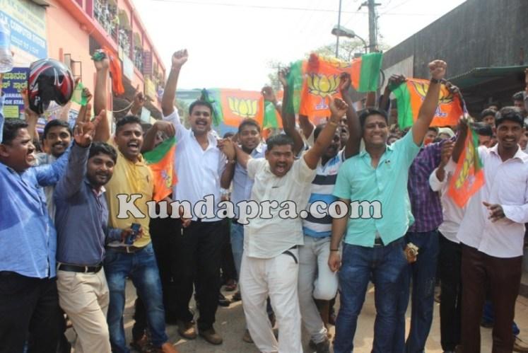 Zilla panchayath Taluk Panchayth Poll - BJP Celebrating in Kundapura (6)