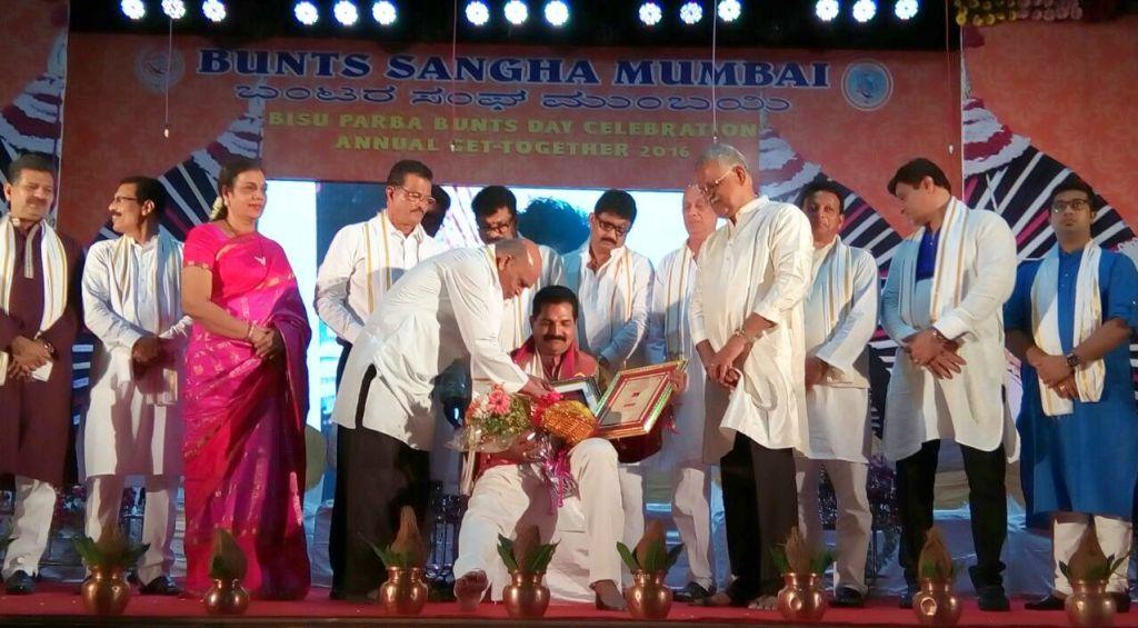 ಮುಂಬೈ: ಯಕ್ಷಗಾನ ಕಲಾವಿದ ದೇವಲ್ಕುಂದ ಭಾಸ್ಕರ ಶೆಟ್ಟಿ ಅವರಿಗೆ ಯಕ್ಷ ಪ್ರಶಸ್ತಿ
