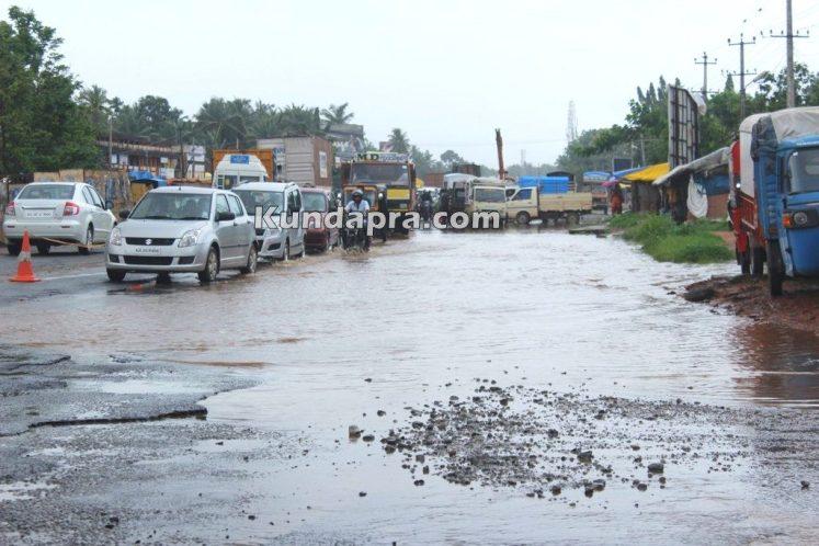 drainage water flow over road due to rain near shashri circle (5)