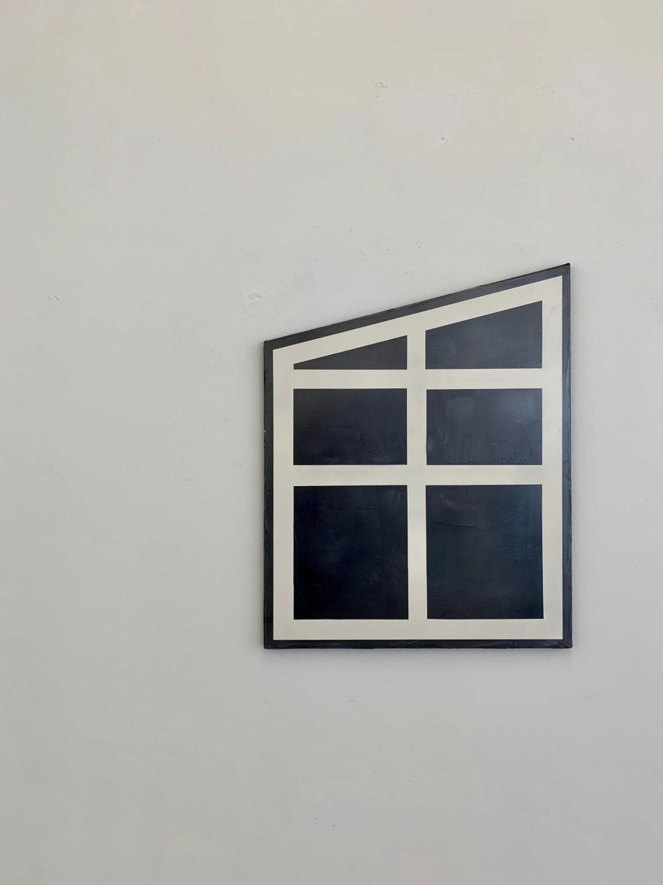 Sophie Reinhold. Suite Nr. 1. 2019, Graphit auf Marmormehl auf Jute, 100 x 80 cm. Ausstellungsansicht: Kunstverein Reutlingen. Kein Witz, No Joke, Foto: Elisabeth Weiß
