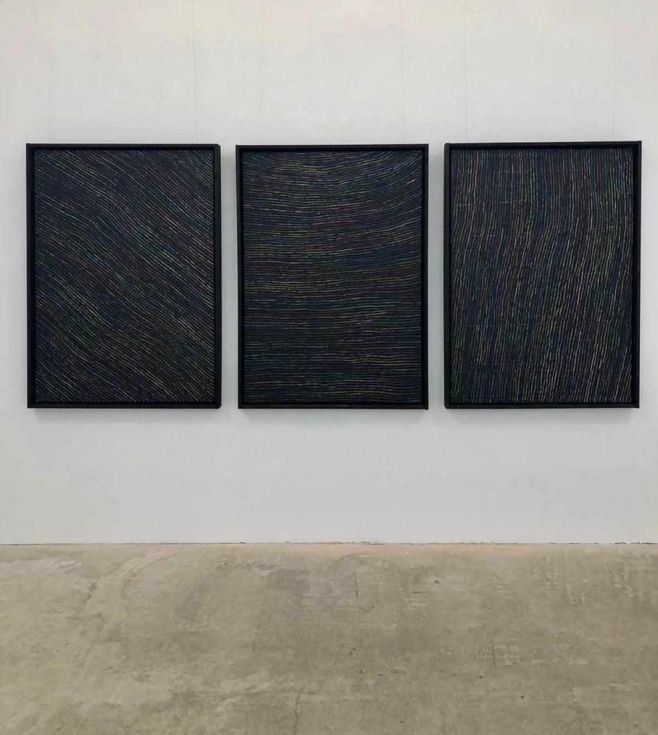 Ralf Bertscheit mit einem Triptychon aus Ölkreide und Tusche