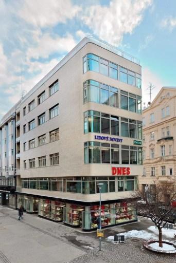 Oskar Poříska, Mietshaus mit Geschäften und Café (Convalaria), 1937. Česká 170/21, Veselá 170/26, Brno.  © 2021 bam.brno.cz (Barbora und Karel Ponešovi)