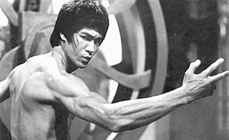 Bruce Lee is foreARMED! - Kung Fu Kingdom