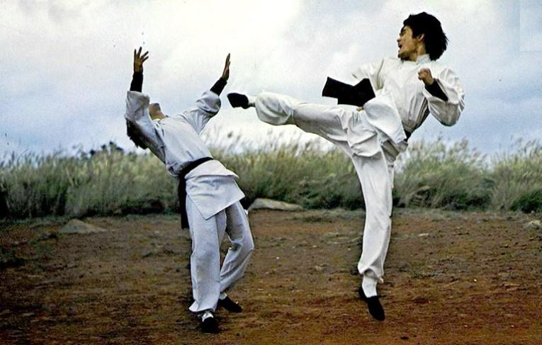 Hsiao Yi Fei lands a perfect side kick!