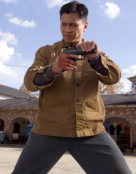 Cung Le disarms an opponent in Dragon Eyes