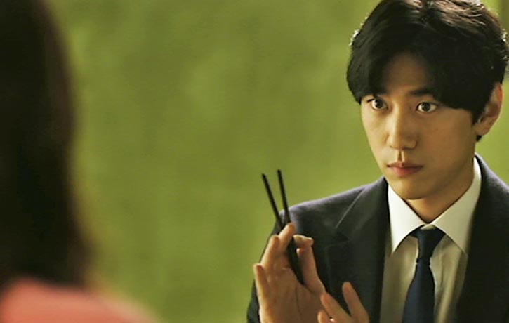 Jung Hyun-soo tries to win over Sook-hee's affections