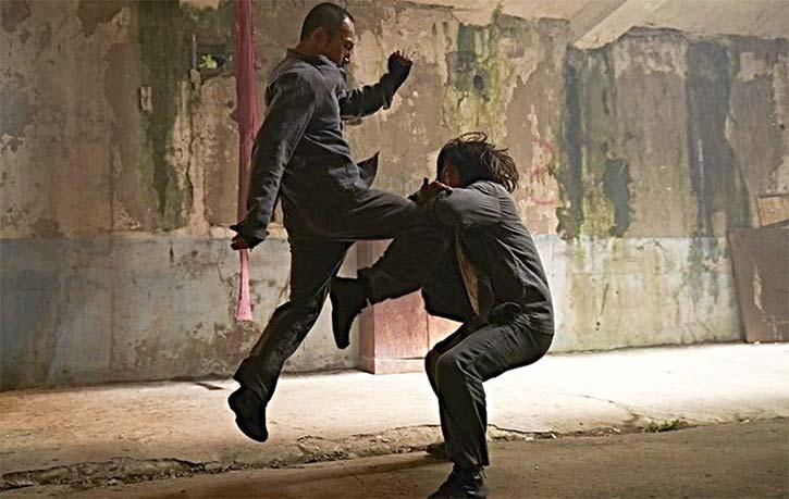 Yool lands a knockout knee!