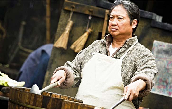 Sammo Hung plays Master Tie