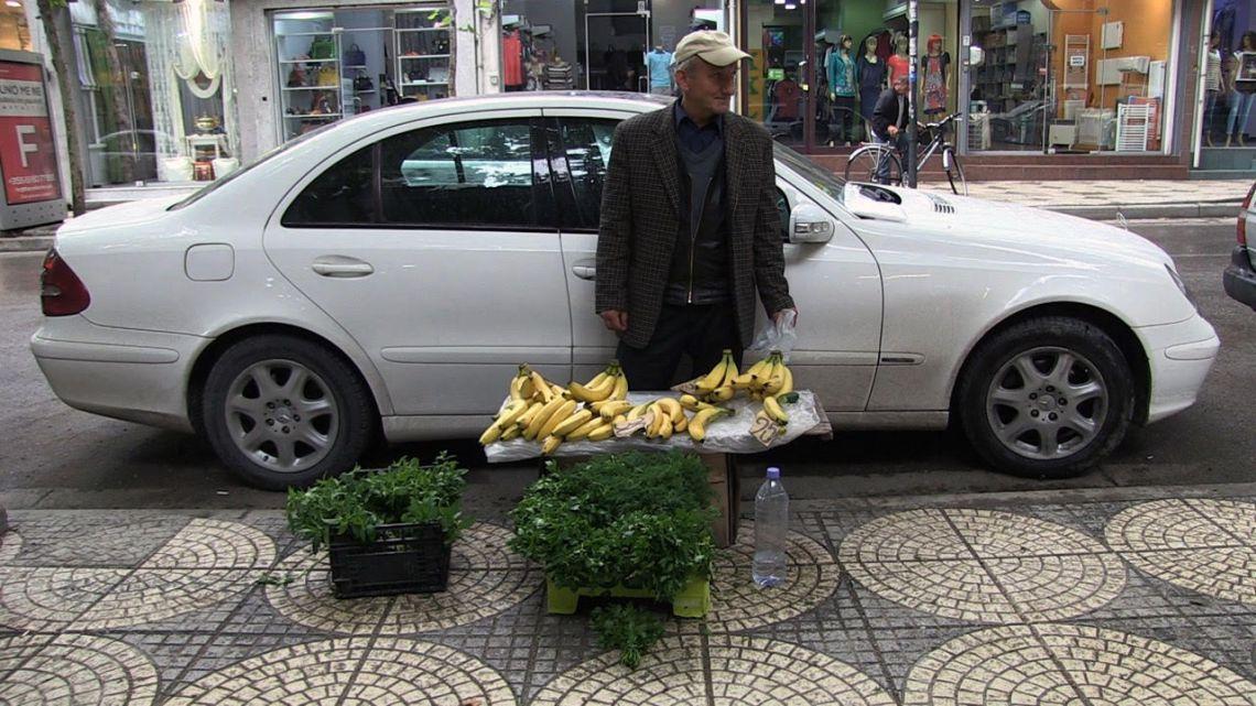 streetvendor-1_man-met-bananen
