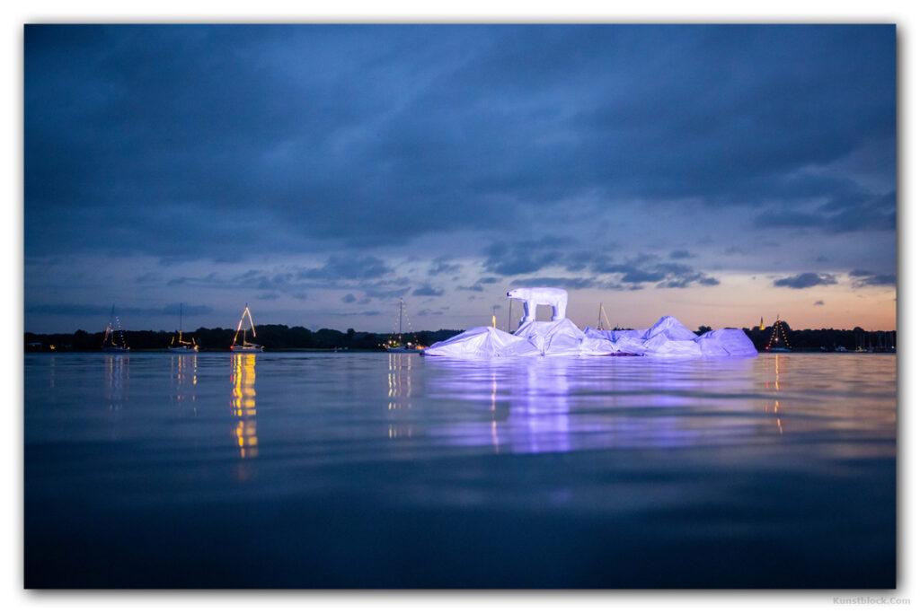 Eisbär auf Eisberg von Johannes Caspersen
