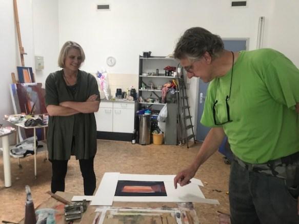 Atelierbezoek bij Jan Baas. Schuiven met het passe-partout
