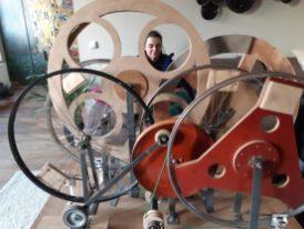 Karel van der Eijk, prachtige machine die de woondecoraties aanstuurt.
