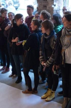 Performance SUPERIMPOSE von Alice Peragine - Installationsansicht © Francisco Vogel