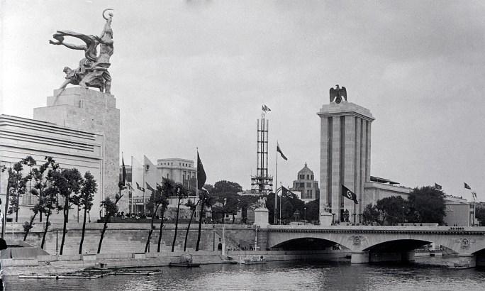Wereldtentoonstelling 1937 met Russische en Duitse paviljoen