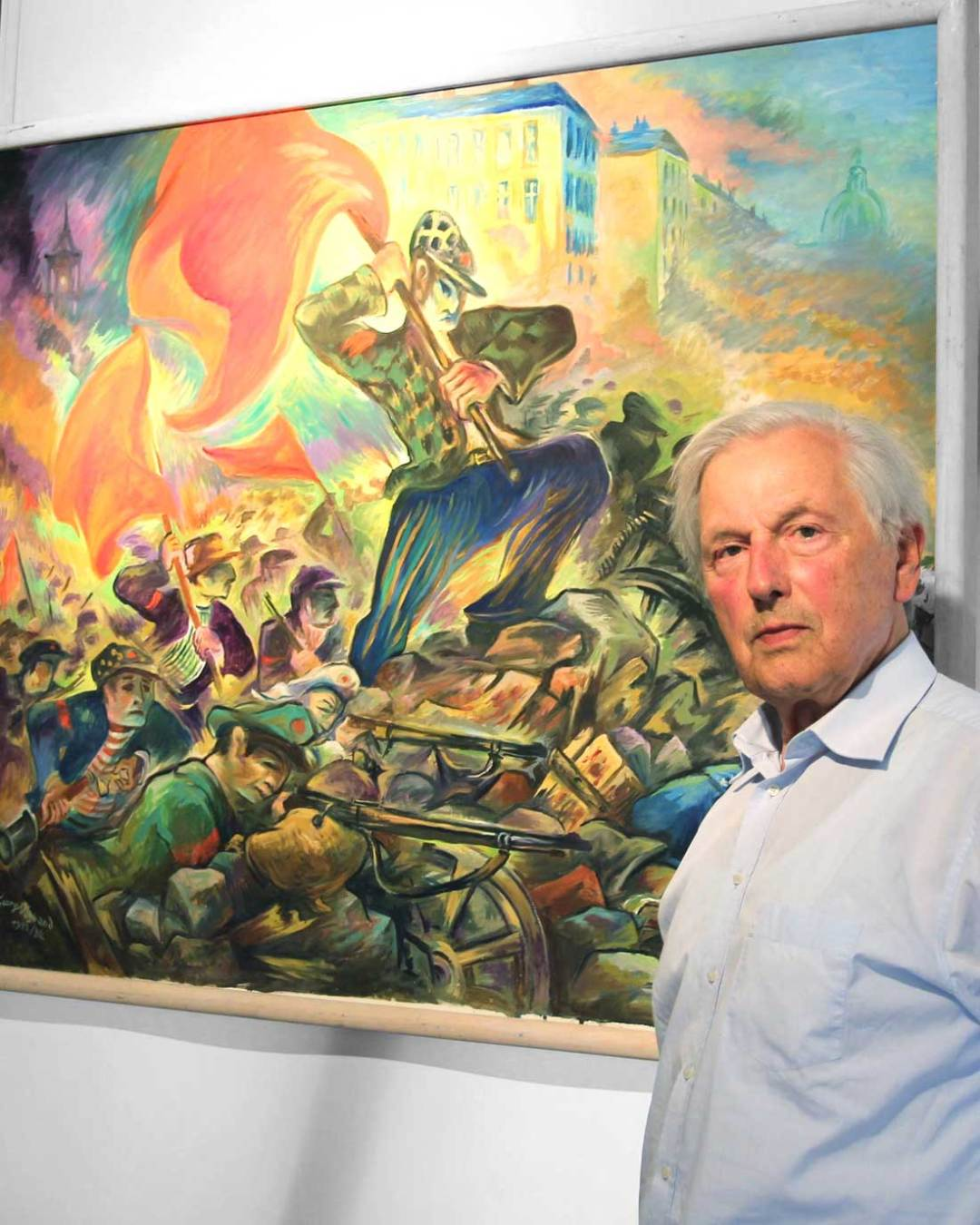 """Karl-Bernhard Netzband vor dem Gemälde """"Die Barrikade"""" (Foto: Ingrid Grohe/Allgäuer Zeitung)"""