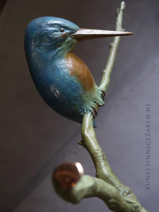 kenmerken van de ijsvogel beeld in brons