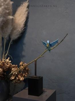 IJsvogeltje op tak in brons