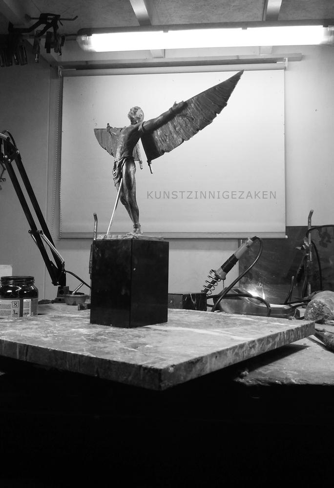 Aviatoren beelden in  brons Maurice Den Boer