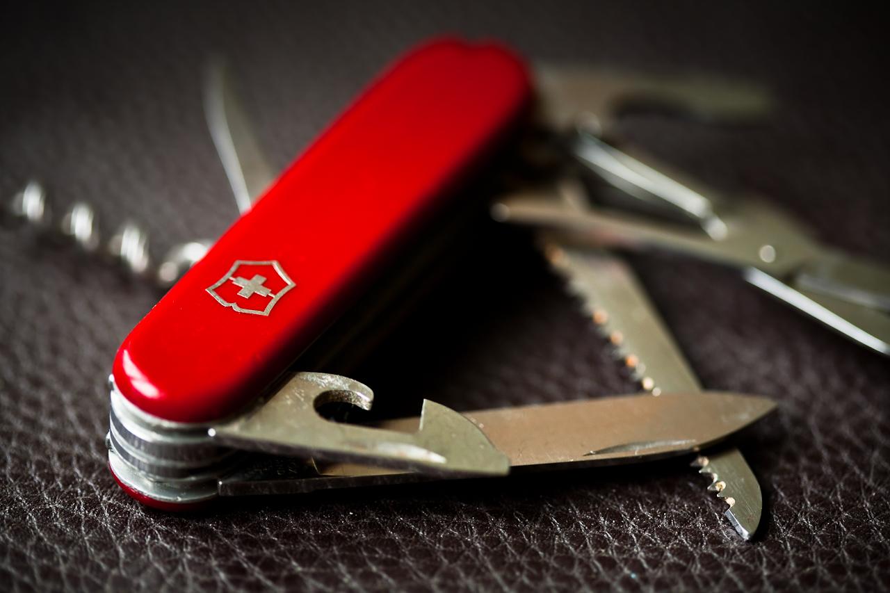 【海外旅行術】万能ナイフの便利な機能のみ、機内持込荷持つとして持ち込む。