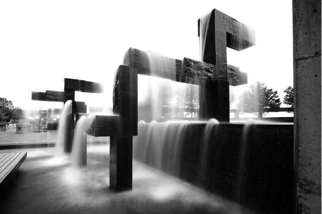 caption: A 2010 picture of the Waterfront fountain on Pier 58.