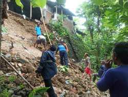 Tanggul Setinggi Delapan Meter Ambrol,  Pemilik Rumah Mengungsi