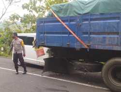 Tabrak Truck Tronton, Satu Penumpang Luka Serius