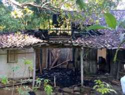 Malam – malam, Rumah Mbah Yoso Dilalap Api