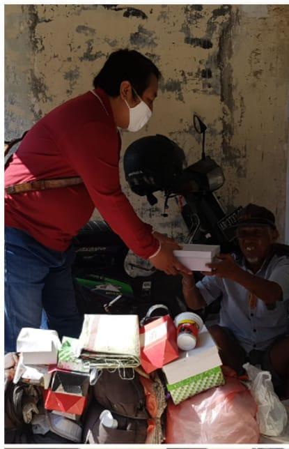 Relawan Pemuda Peduli Gunungkidul Membagikan Nasi Kotak