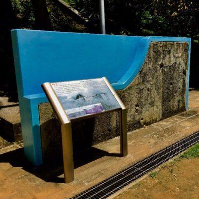 嘉数高台公園にある「弾痕の塀」