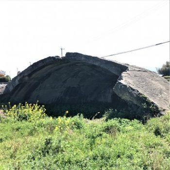 出水市に残る出水航空基地掩体壕[西側]