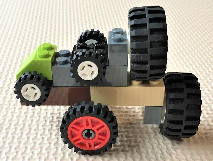 レゴで作ったタイヤだらけ車