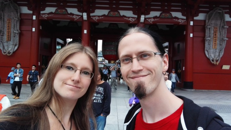 Us behind Hozōmon