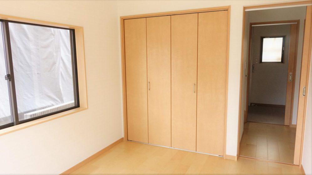 元々和室だったお部屋は洋室に変更。 クローゼットを設置して収納力もアップしました。