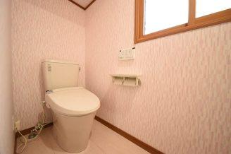 トイレはシンプルで使いやすいタイプに。
