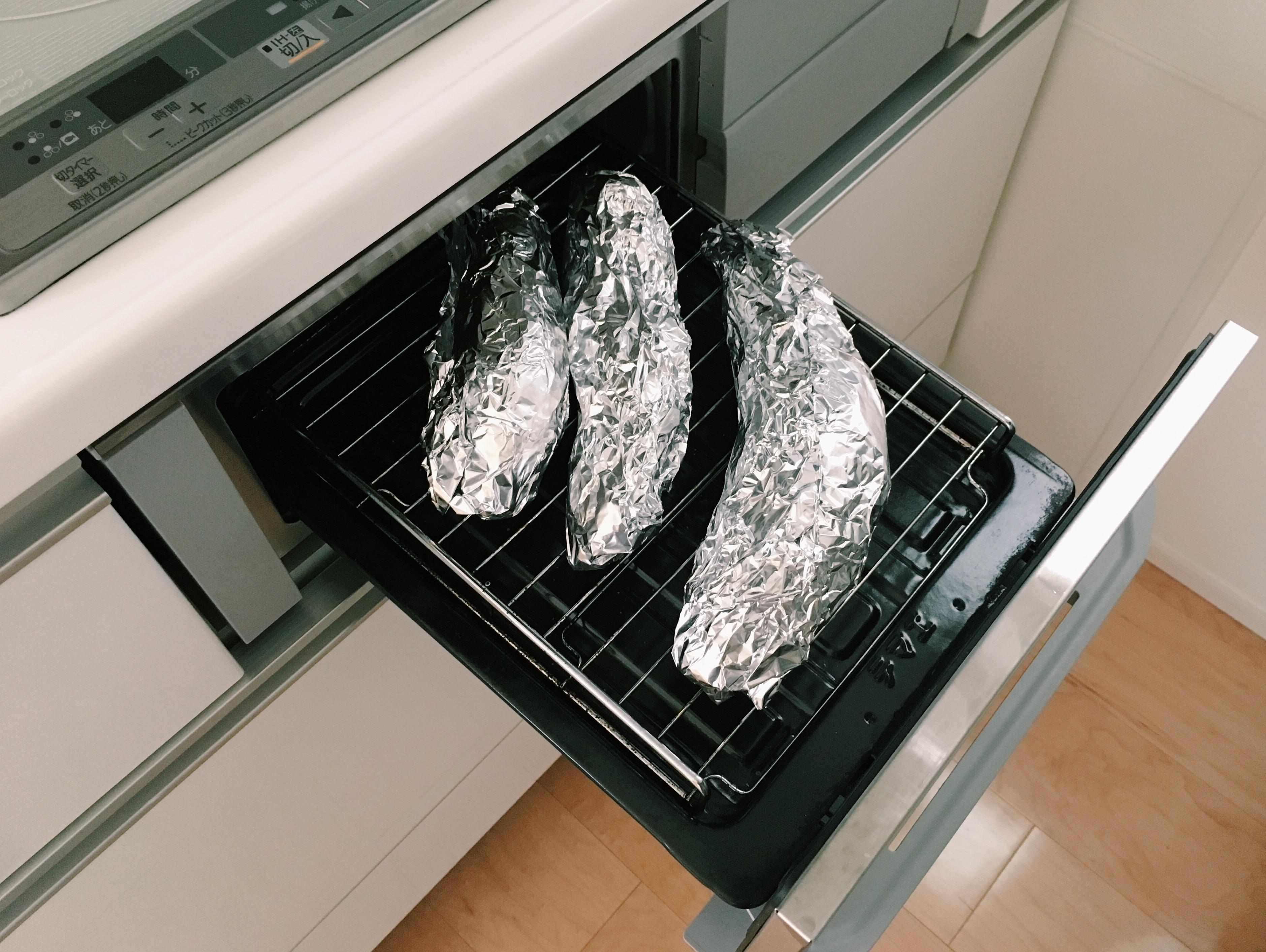 【魚焼きグリルで焼き芋】魚焼きグリルやトースターで、焼き芋を焼く方法。しっとり美味しく、魚臭さなし