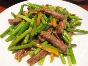 にんにくの芽と肉の炒め物