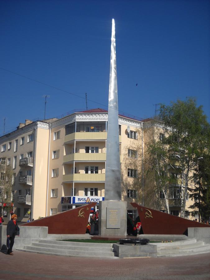 Мемориальный ансамбль воинам - курганцам, погибшим в годы Великой Отечественной войны (улица Пушкина, 137)