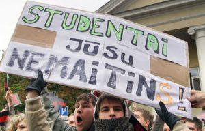 Zatwierdzenie przez Sejm Ustawy poprzedziły strajki studentów, którzy opowiedzieli się przeciwko takiej reformie Fot. Marian Paluszkiewicz