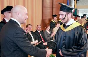 Janusz Łukaszewicz jest jedynym przedstawicielem płci brzydkiej, który skończył dzienne studia polonistyczne Fot. Jerzy Karpowicz