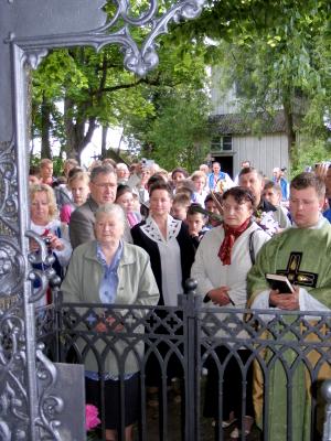 Poświęcenie odrestaurowanego nagrobku babki Marszałka Teodory z Butlerów Piłsudskiej w Pojeślu