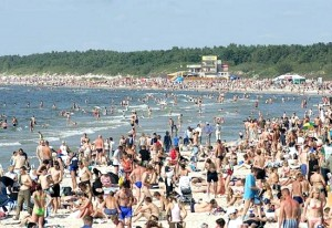 Wyjątkowym weekendem, że Połąga zapełniła się na 100 proc. były dni 17-19 lipca, kiedy to  w tym jednym z najpopularniejszych kurortów Litwy zabrakło wolnych miejsc. I na plaży jak widać nie było luźno