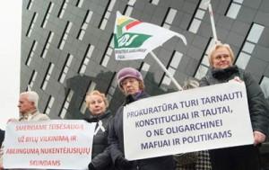 Przedstawiciele Zjednoczonego Ruchu Demokratycznego zorganizowali wczoraj w całym kraju akcje protestacyjne przed prokuraturami rejonowymi i okręgowymi oraz Prokuraturą Generalną w Wilnie Fot. Marian Paluszkiewicz
